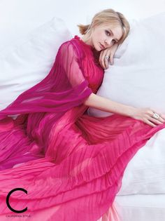 Carey Mulligan wears Gucci gown, Marco Bicego earrings and ring with John Hardy ring Carey Mulligan, Monique Lhuillier Dresses, Gucci Gown, British Actresses, Hollywood Actresses, New Trends, Editorial Fashion, Kai, Beautiful People