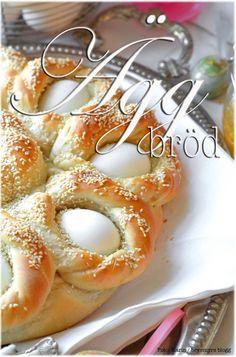 Foto: Karin / bevemyrs bloggAtt samlas kring ett vackert bröd med inflätade ägg har en lång tradition och är en självklarhet på många påskbord. Ett gott, luftigt bröd som ser smått exklusivt ut och…