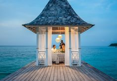 Take advantage of a romantic private dining experience on the pier. | Sandals Resorts | Jamaica