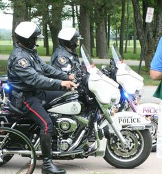 Men In Uniform, Motorcycle Boots, Real Man, Tall Boots, Cops, Gun, Pride, How To Wear, Motorcycles