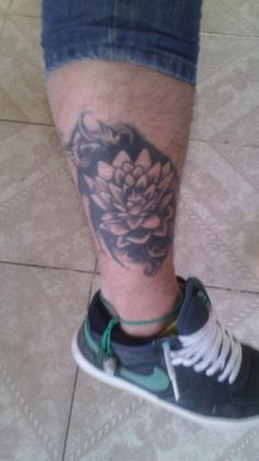 Dvd Rsls Mrls Tattoos, Flowers, Tatuajes, Tattoo, Japanese Tattoos, A Tattoo, Royal Icing Flowers, Floral, Florals
