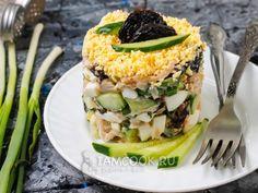 Салат с черносливом, курицей и огурцом