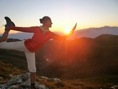 Ein individuelles Programm für DICH! Yoga Meditation, Massage, Train, Celestial, Sunset, Outdoor, Outdoors, Sunsets, Outdoor Games