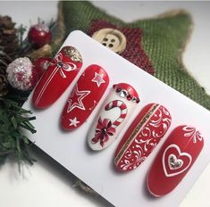 Christmas nails for this season, The same hand-loomed Christmas crafts square measure a breeze to form and far cheap. Horseshoe art is likewise very talked-about and it's fun to try and do… Xmas Nails, Holiday Nails, Christmas Nails, Christmas Crafts, Winter Nail Art, Winter Nails, Winter Makeup, Nail Art Yellow, Nail Art Noel