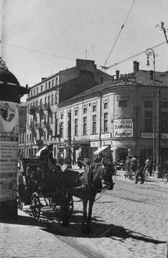 Warszawa - przedwojenna ulica Wolska Warsaw Poland, Beautiful Buildings, Old Things, Street View, Black And White, Architecture, Photographs, Retro, Vintage