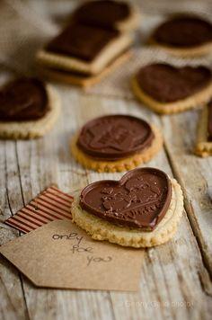 Biscotti di avena e mandorle con cioccolato. | http://www.alcibocommestibile.it/2013/11/biscotti-di-avena-e-mandorle-con-cioccolato-2.html