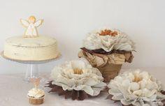 Centro mesa de flores de papel en tonos tostados. http://www.papermoonandco.com/