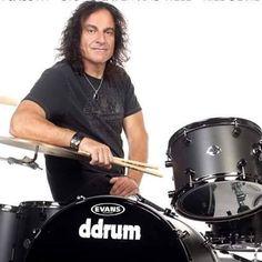O baterista Vinny Appice completa 59 anos hoje. Ele tocou no #blacksabbath e #dio #rock #rocknroll www.jardimecletico.com.br