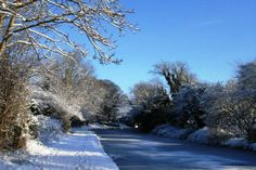 7 Reasons to visit the UK in winter - Lancaster Canal in the snow #Carnforth #Lancashire