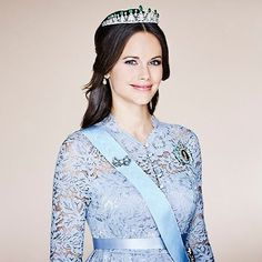 New portraits of HRH Princes Sofia and HRH Princess Estelle & HRH Princess Madeleine, released by the royal court today. Princess Sofia Of Sweden, Princess Victoria Of Sweden, Crown Princess Victoria, Hollywood Fashion, Royal Fashion, Style Hollywoodien, Logo Foto, Prinz Carl Philip, Pictures Of Princesses
