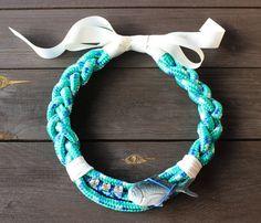 """Collar  """"Fish & Chic"""" esmeralda y blanco. Exclusivo, hecho a mano"""