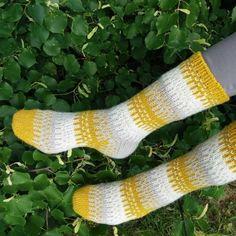 Knitting Charts, Knitting Socks, Wool Socks, Knit Crochet, Knit Socks, Woolen Socks, Ganchillo, Knitting Tutorials