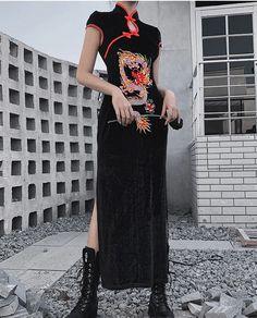 92275 Retro Wind-Slit Improved Cheongsam Women/'s INS Dragon Design Embroidered Waist Hugging Frog Contrast Color Black Dress Punk Dress, Goth Dress, Steampunk Rock, Look Fashion, Fashion Outfits, Mode Ulzzang, Kleidung Design, Vintage Midi Dresses, Cheongsam Dress