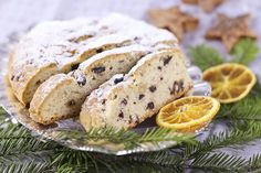 This Original German Butter Stollen is from Thuringia and an authentic recipe from this region. Stollen is a traditional Christmas bread all over Germany. Patisserie Sans Gluten, Dessert Sans Gluten, Gluten Free Desserts, Gluten Free Recipes, Pain Garni, Stollen Recipe, Stollen Bread, Christmas Bread, Christmas Fruitcake
