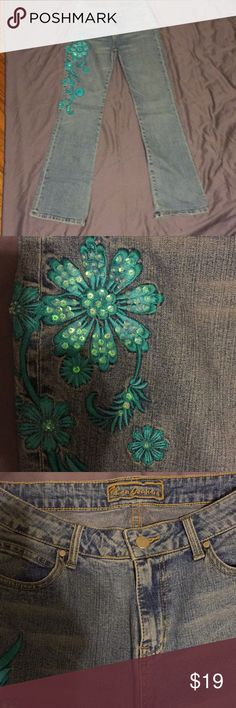 YUKA Jeans YUKA stone wash. turquoise appliqué with crystals.  Gently worn. Size 6 Jeans Straight Leg