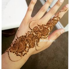Khafif Mehndi Design, New Mehndi Designs, Mehndi Art, Mehandi Designs, Henna Mehndi, Hand Henna, Arabic Mehndi, Traditional Henna Designs, Henna Party