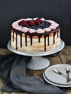 Pradobroty: Slavnostní narozeninový dort - piškot + mascarpone krém Croatian Recipes, Food Hacks, Food To Make, Catering, Cake Decorating, Cheesecake, Food And Drink, Ice Cream, Sweets