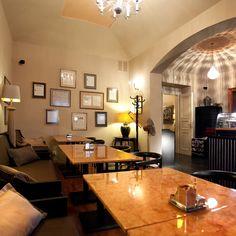 Proč navštívit kavárnu Café Lounge? Protože zde najdete zajímavé posh, ale zároveň domácí prostředí, skvělou obsluhu a vše prostě na úrovni. Více na https://www.storyous.com/cz/mista/podnik/praha-mala-strana-cafe-lounge/