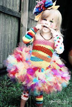 don't even like clowns, but this is so cute I would do this for my lil girl for Halloween