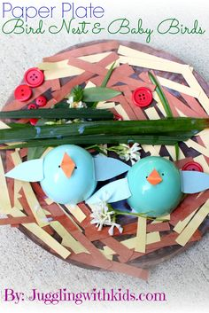 Juggling With Kids: Baby Bird Nest I think I'll try it with egg carton pieces instead of the plastic egg. Bird Crafts, Cute Crafts, Easter Crafts, Easter Ideas, Spring Activities, Craft Activities For Kids, Craft Ideas, Paper Plate Crafts, Paper Plates
