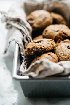 Peanut Butter Chocolate Chip Cookies — dolly and oatmeal - Recipes that I want to but will probably never try - Peanut Butter Chocolate Chip Cookies Chocolate Peanut Butter Cookies, Healthy Peanut Butter, Vegan Chocolate, Chocolate Chips, Peanut Cookies, Chocolate Oatmeal, Super Cookies, Yummy Cookies, Cake Cookies