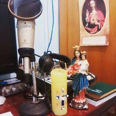 Foto do pequeno estúdio da Rádio e TV Auxiliadora: www.radioauxiliadora.com.br