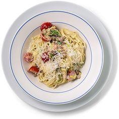 En deilig, kremet carbonara som er ferdig på under 20 minutter! Oppskrift på spagetti carbonara med bacon, purre og cherrytomater.