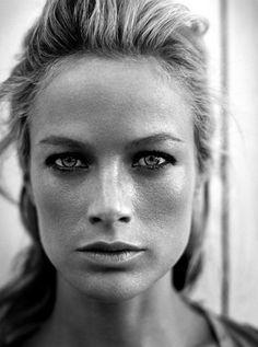 eyes Foto Portrait, Female Portrait, Portrait Photography, Photography Music, Woman Portrait, Black And White Portraits, Black And White Photography, Fotografie Portraits, Carolyn Murphy