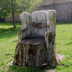 What a lovely idea of how to use and old tree trunk.