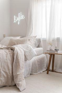 white home decor Room Ideas Bedroom, Small Room Bedroom, Home Bedroom, Bedroom Decor, Bedrooms, Interior Exterior, Interior Design, Deco Studio, Cozy Room
