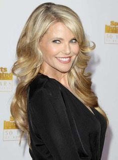 Christie Brinkley is listed (or ranked) 2 on the list Stunning Celeb Women Over 60 Over 60, Christie Brinkley, Aging Gracefully, Famous Women, Celebs, Celebrities, True Beauty, Beautiful Actresses, Older Women