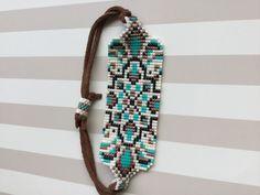 Miyuki bohemian bracelet Well-known Japanese Miyuki beads manufactured from b … Crochet Beaded Bracelets, Beaded Bracelet Patterns, Bead Loom Patterns, Seed Bead Jewelry, Beaded Jewelry, Diy Jewelry Tutorials, Bohemian Bracelets, Tear, Loom Beading