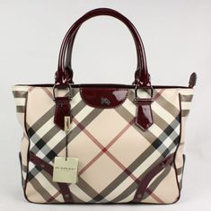 Large Burberry Tote - fill it with little bags to create compartments and never… Burberry Purse, Burberry Handbags, Burberry Outlet, Beautiful Handbags, Beautiful Bags, Patent Leather Handbags, Bowling Bags, Burberry Women, Black Cross Body Bag