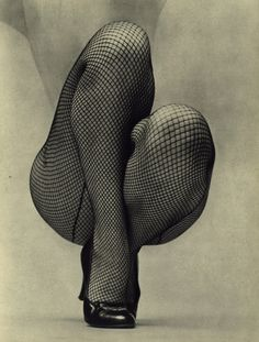 Photo by Fernand Fonssagrives. S)