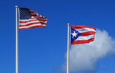 Bandera de Puerto Rico ondeando junto a la de los Estados Unidos en el fuerte de San Felipe del Morro, Viejo San Juan. // Flags of Puerto Rico and USA ◆Puerto Rico - Wikipedia http://es.wikipedia.org/wiki/Puerto_Rico #Puerto_Rico