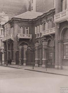Edificio Zarauza en León Scenery, Louvre, Mansions, House Styles, Building, Travel, Lion Pictures, Animal Drawings, Antique Photos