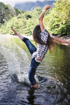 Free to be me photography summer girl water outdoors nature trees country Country Life, Country Girls, Image Tumblr, Vie Simple, A Well Traveled Woman, Foto Pose, Picture Poses, Picture Ideas, Photo Ideas