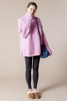 11_1 knit ¥38,000 pants ¥11,800 bag ¥13,000 shoes ¥17,000