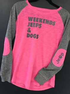 Weekends Jeeps & Dogs Graphic Tee Pink and Gray: Women's
