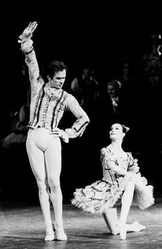 Nureyev and Noella Pontois in 'Don Quixote'.