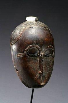 Antique portrait mask Mblo Ivory Coast Baule people