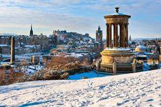 Οι πλακόστρωτοι δρόμοι, το κάστρο και οι υπέροχοι κήποι κάνουν τοΕδιμβούργομια όμορφη πόληκάθε εποχή του χρόνου, αλλά το χειμώνα τα τοπία κόβουν την ανάσα.