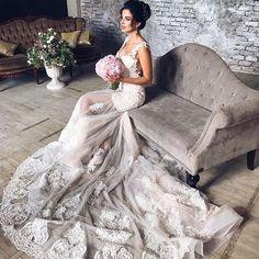 ⠀⠀⠀⠀• Ж Е Н С Т В Е Н Н О С Т Ь • ⠀ Чувственность и природная красота подчёркнута макияжем и элегантной прической с украшением. ⠀ ⠀ P.S. На мой взгляд идеальный образ невесты 💍👰🏼 ⠀ #KATIRINI для прекрасной @elena_chistova 😍 ⠀ ------------------------------- Hair | @svetlana_koroteeva Jewelry | @katirini_ Makeup | @marchenko_olesya Dress | @salonsoprano Location | @white_donkey