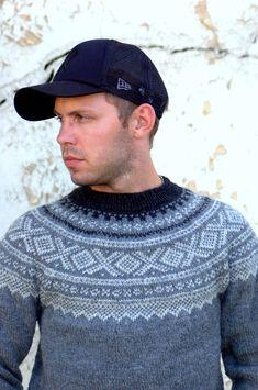 menn i marius er bære såååå sjarmerende:) Nordic Sweater, Men Sweater, Fair Isle Knitting, Nordic Style, Knit Patterns, Knit Crochet, Mens Fashion, My Style, Boys