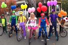 Funny pictures about The Mario Kart gang. Oh, and cool pics about The Mario Kart gang. Also, The Mario Kart gang. Groupe D'halloween, Super Mario Kostüm, Costume Original, Clever Halloween Costumes, Diy Costumes, Funny Group Costumes, Carnival Costumes, Zombie Costumes, Homemade Costumes