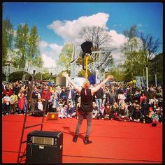 #Arabiankatufestivaalit #ilmakitara #airguitar #sirkus