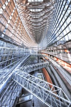 Tokyo International Forum, Ginza, Japan designed by architect Rafael Viñoly Tokyo Architecture, Post Modern Architecture, Modern Buildings, Amazing Architecture, Architecture Design, Amazing Buildings, Japan Design, Visit Japan, Japanese Culture