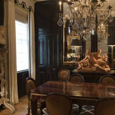 lacquered dining room with cool cornice by Nicky Haslam