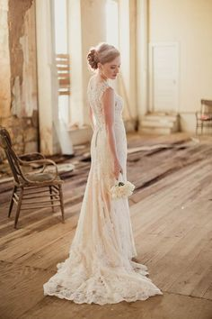 Stunning lace wedding dress | Shaun Menary Photography