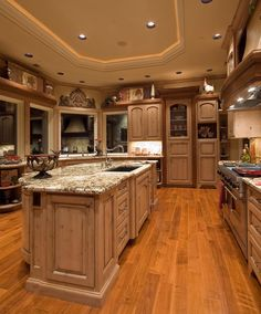 The 5 Most Popular Marble Countertops When it comes time to choose a natural stone kitchen or bathroom countertop it's no surprise marble is at the top of the wish list for many homeowners. Kitchen In, Beige Kitchen, Stone Kitchen, Kitchen Photos, Rustic Kitchen, Kitchen Decor, Kitchen Ideas, Custom Kitchens, Luxury Kitchens